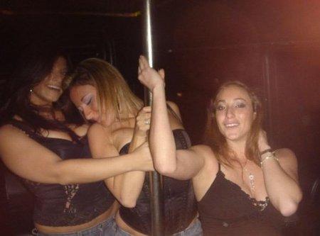 Пьяных девок тянет на шест!