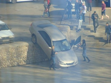 Девочки умеют парковаться!