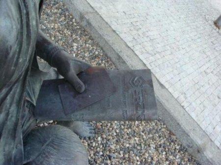 Извращенная скульптура?