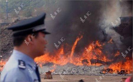 Как в Китае уничтожают подделки