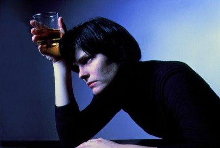 Алкоголь быстрее убивает женский мозг