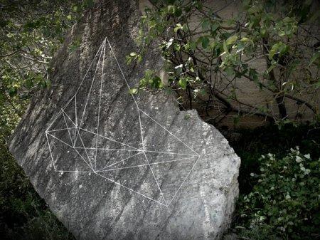 Объемные графити из веревок.
