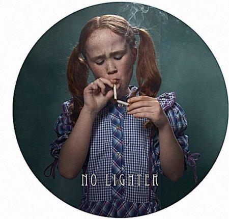 """Скандальная фотосессия """"Курящие дети"""""""