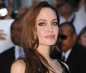 Анджелину Джоли обвинили в краже