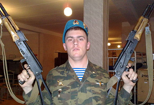 Десантник повесился из-за того, что бывшая девушка обозвала его геем в «Одноклассниках»