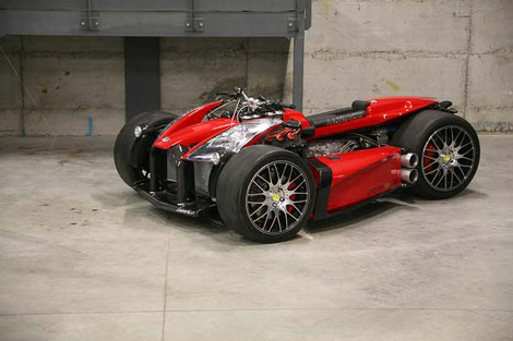 Французы построили квадроцикл с мотором Ferrari