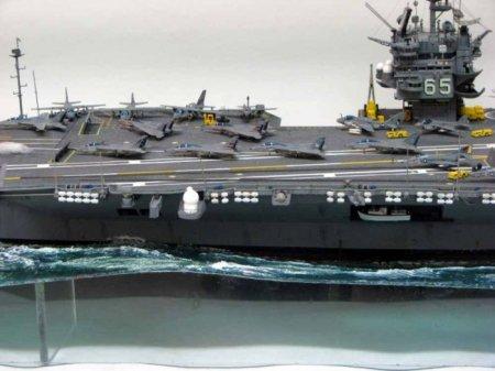 Стендовая модель авианосца