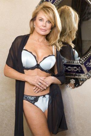 58-летняя модель в рекламе женского белья
