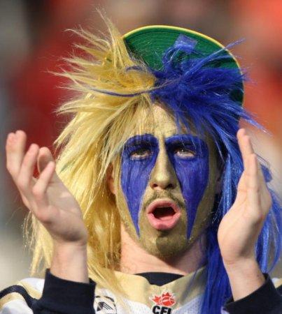 Футбольные фанаты отжигают