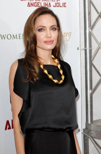 Дженнифер Энистон оказалась сексуальнее, чем Анджелина Джоли