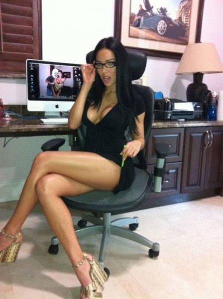 Знойные девушки в очках