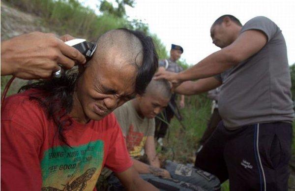Как в Индонезии панков перевоспитывают