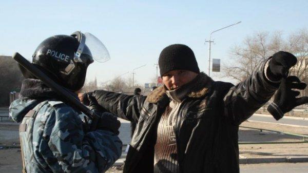 Эксперт: На подавление беспорядков в Казахстане бросили белорусский спецназ