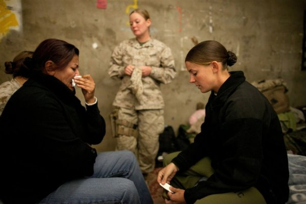 Девушки-солдаты в горячих точках