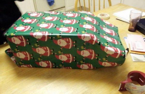 Как прикольнуться с подарком для младшего брата