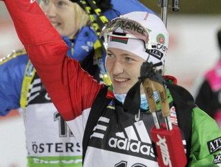 Дарья Домрачева стала второй в спринте на этапе Кубка мира по биатлону