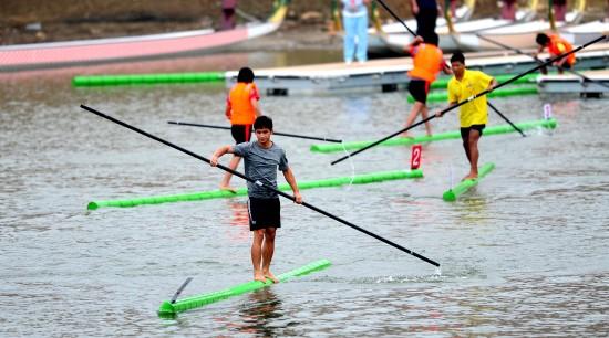По воде на бамбуке!