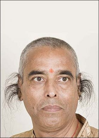 Обладатель самых длинных ушных волос в мире