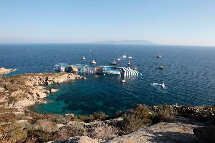 Крушение Costa Concordia (25 фото)