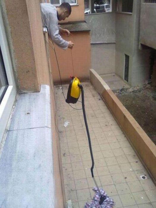 Как поднять вещь, выпавшую из окна?