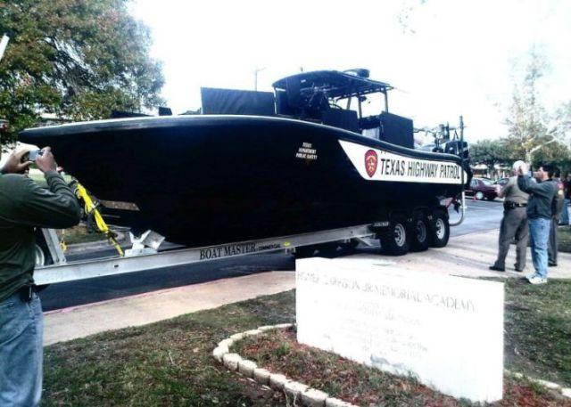 Странная лодка