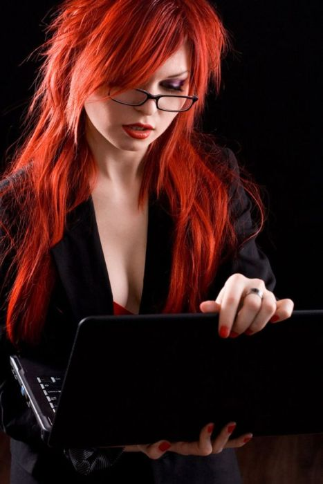 Девушки с ноутбуками