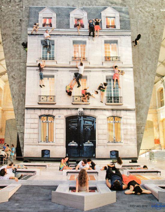 Зеркальное здание во Франции