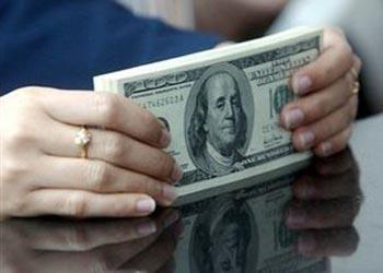 В Беларуси зафиксировано самое большое годовое падение долларовой зарплаты с начала века