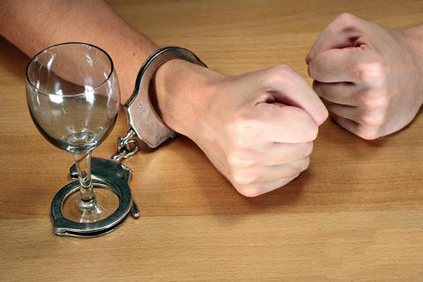 Алкоголизация и криминализация населения успешно продолжается