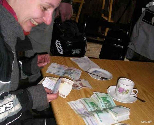 Какую зарплату белорусы получат за декабрь 2011 года
