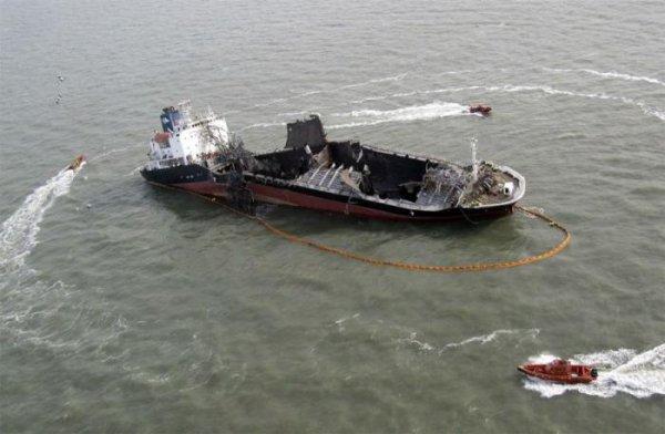 Взрыв нефтяного танкера