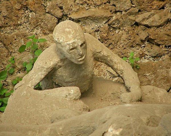 Сад пленников. Окаменелые жертвы извержения Везувия