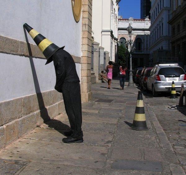 Тролль ваяет скульптуры, а короед борьба!
