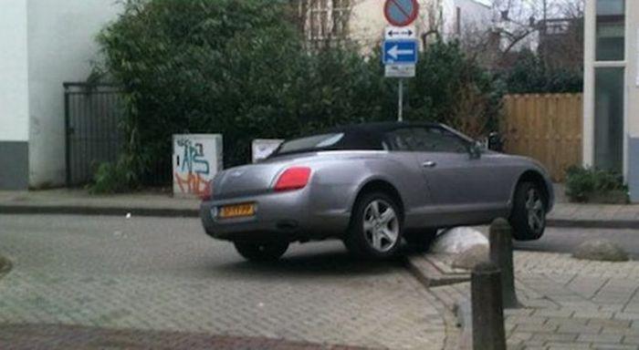 Учимся парковать Bentley