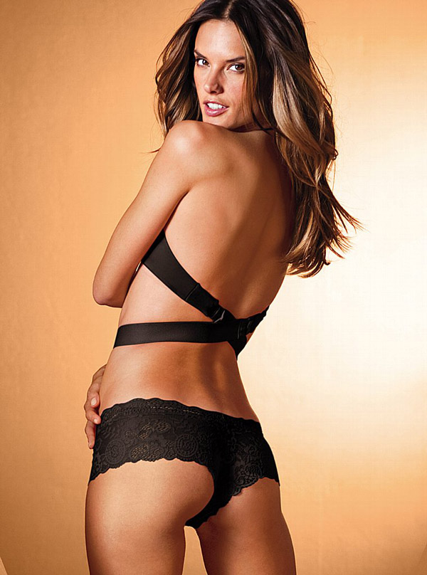 Алессандра Амбросио в каталоге Victoria's Secret