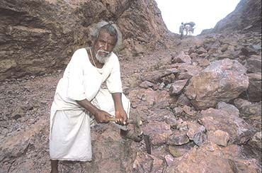 Капля камень точит,а человек -  гору!