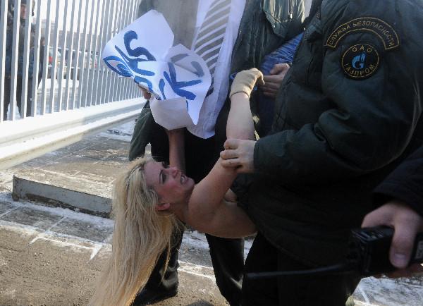 FEMEN добрались до «Газпрома»