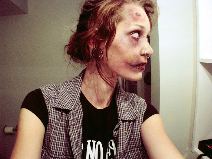 Нарисованные не лице зомби