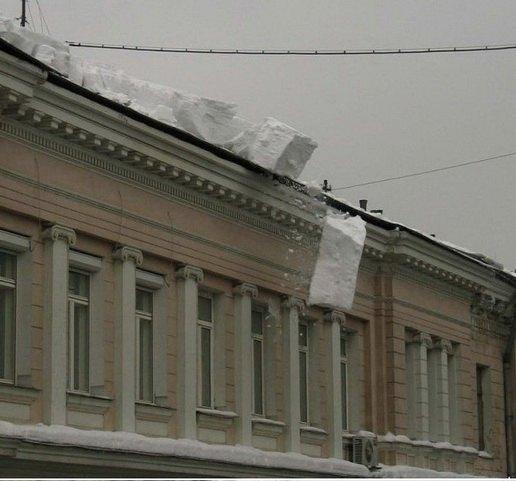 А снег не знал и падал...
