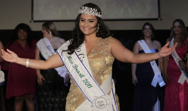 """Настоящей красоты должно быть много. До конкурса """"Мисс Бразилия +"""" не допускаются бразильские дамы весом менее 80 килограммов. Первый в истории страны"""