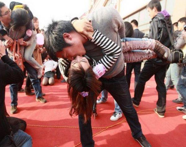 Конкурс поцелуев в Китае