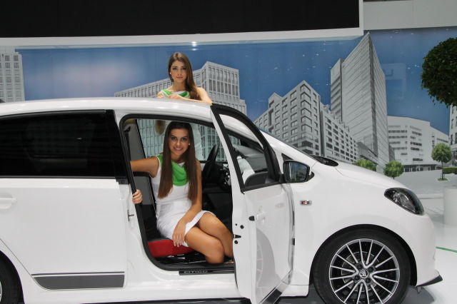 Девушки и тачки на Женевском Автосалоне