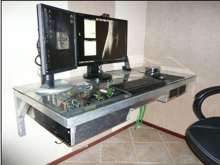 Невероятный компьютерный стол