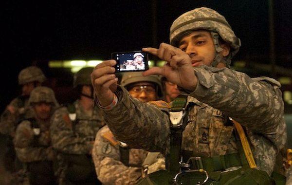 Соц сети несут опасность для военных
