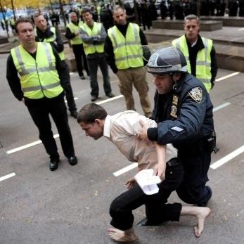 """В Нью-Йорке полиция разогнала митинг сторонников """"Оккупируй Уолл-стрит"""""""