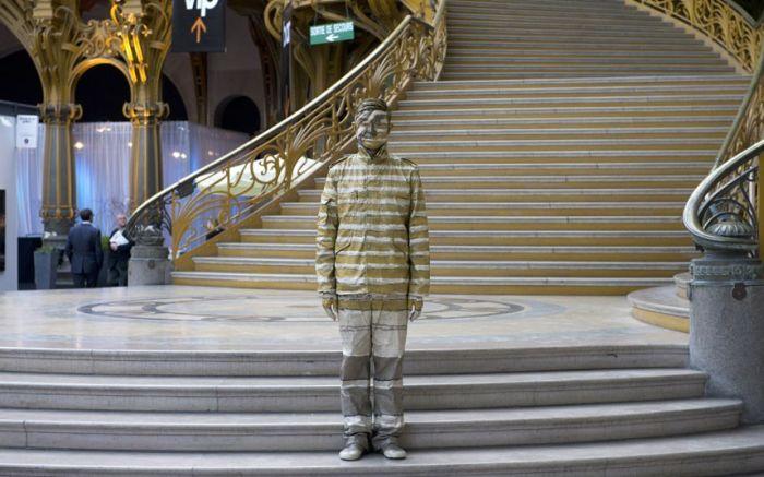 И снова невидимый Liu Bolin