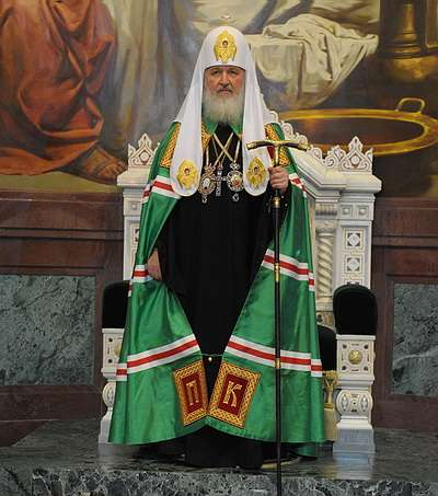 Патриарх РПЦ Кирилл по решению суда получит 20 миллионов рублей за пыль соседа.