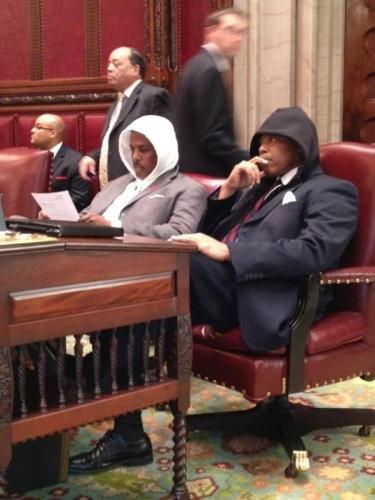 Сенатор штата Нью–Йорк Эрик Адамс с пацанами
