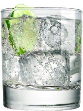 Джин 50 мл.  На дно стакана положте лёд, затем...  Тоник 100 мл.