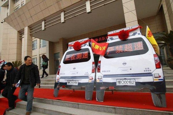 Китайские муляжи полицейских машин пугают водителей